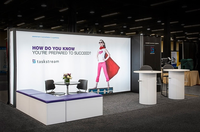 8 Tips for using digital signage at trade shows - Crunchy Tech