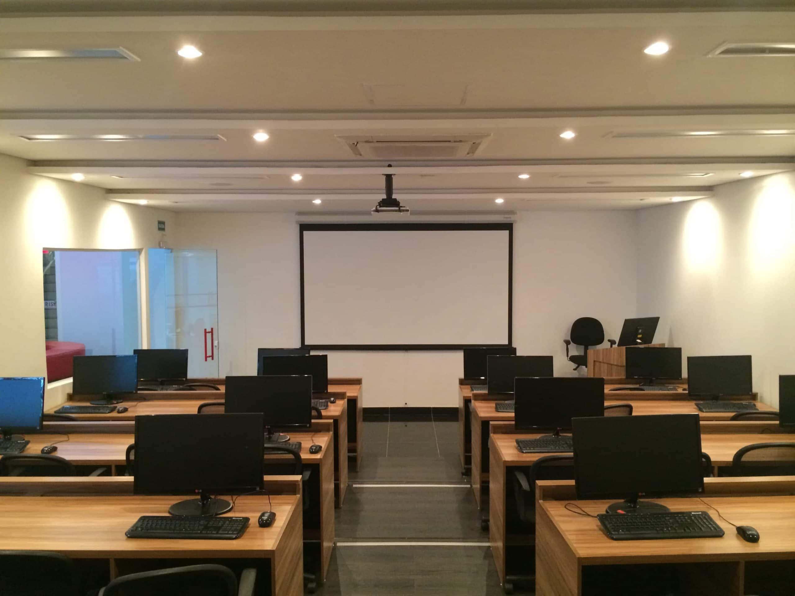 A-Modern-Day-Classroom-Built-By-Crunchy-Tech-In-Orlando-FL
