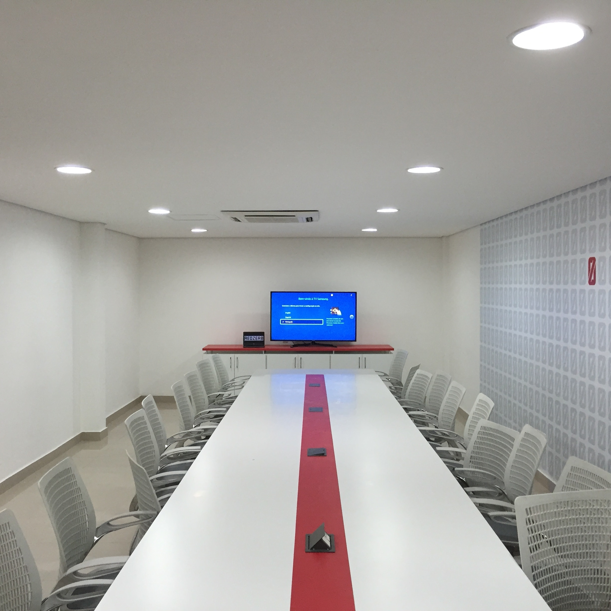 A-Modern-Day-Conference-Room-Design-By-Crunchy-Tech-In-Orlando-FL